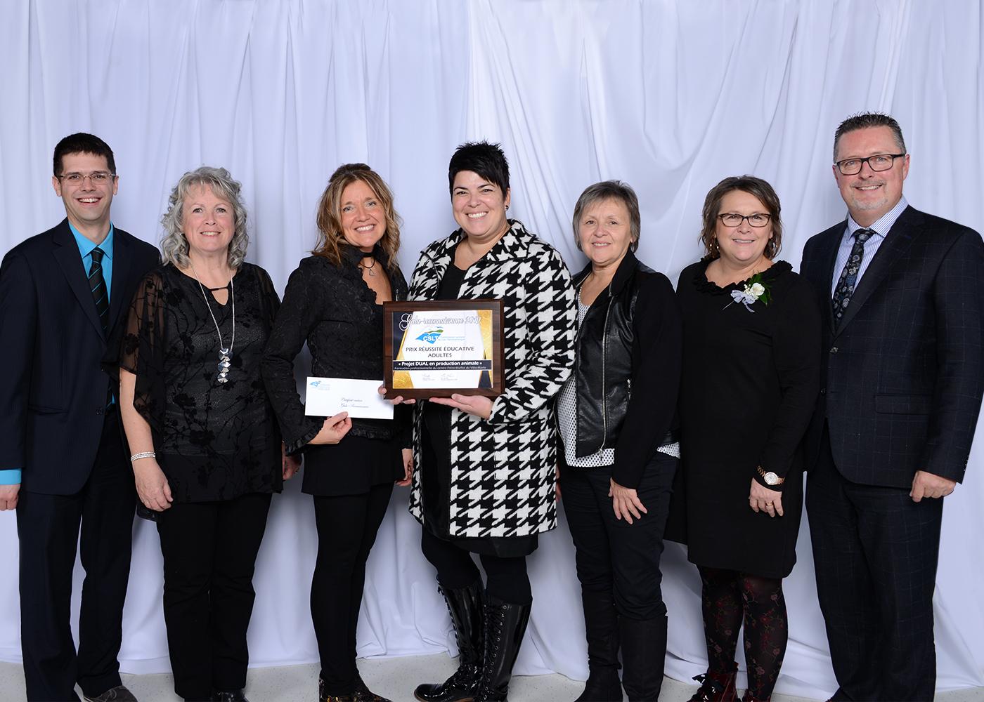 Photo de groupe - Prix réussite éducative adulte - Formation professionnelle au centre Frère-Moffet de Ville-Marie